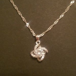 Jewelry - Stunning Silver knot necklace
